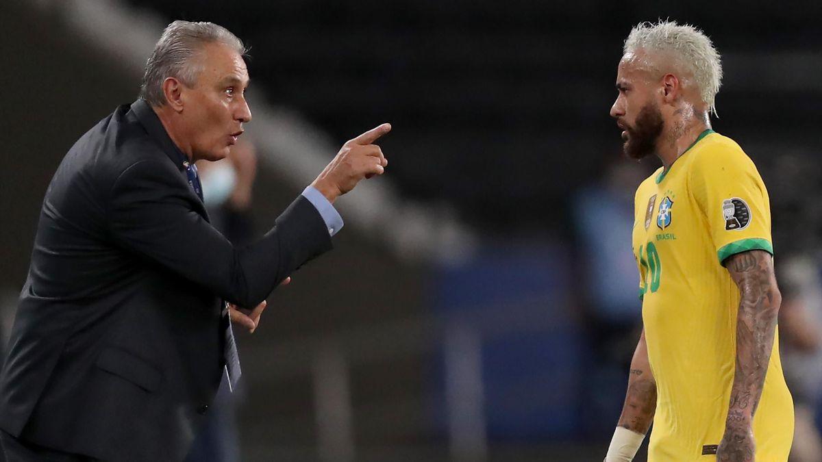 Tite im Gespräch mit Neymar (r.)