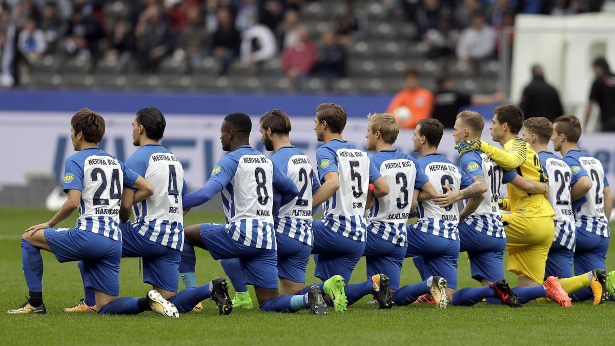 Players of Berlin kneel down prior to the German Bundesliga soccer match between Hertha BSC Berlin and FC Schalke 04 in Berlin, Germany, Saturday, Oct. 14, 2017. Hertha Berlin nodded to social struggles in the United States by kneeling before its Bundesli