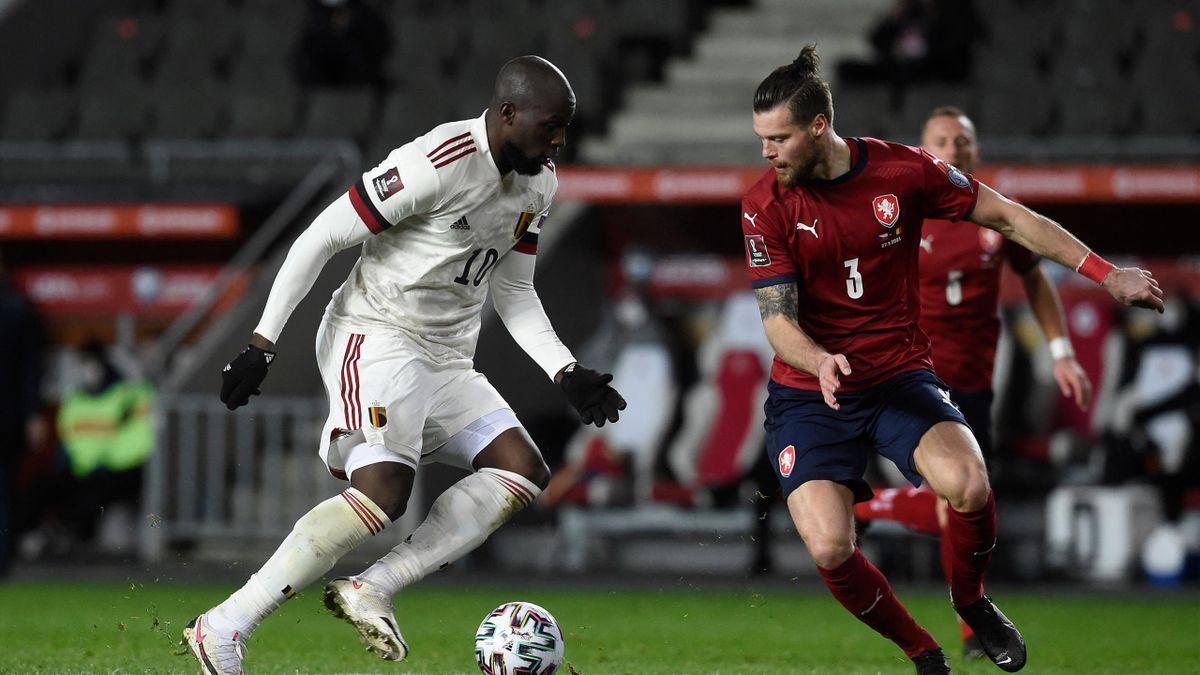Romelu Lukaku au duel avec Ondrej Celustka lors de la rencontre République tchèque - Belgique en éliminatoire de la Coupe du monde 2022