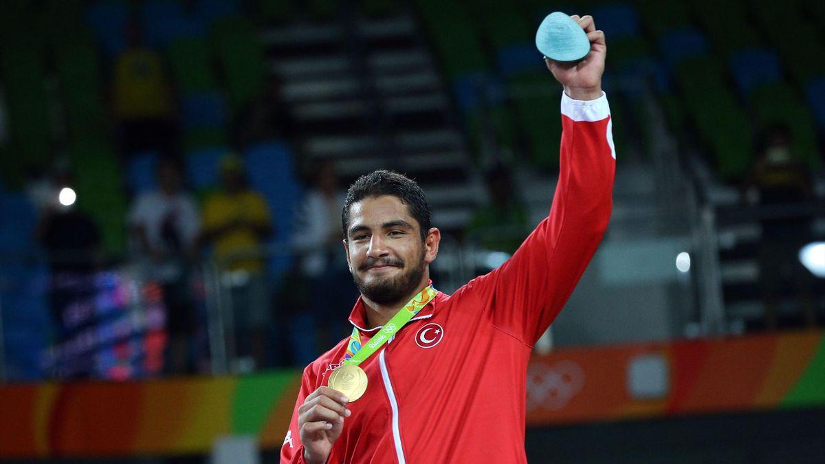 Rio 2016 erkekler 125 kg güreşte Taha Akgül altın madalya kazandı