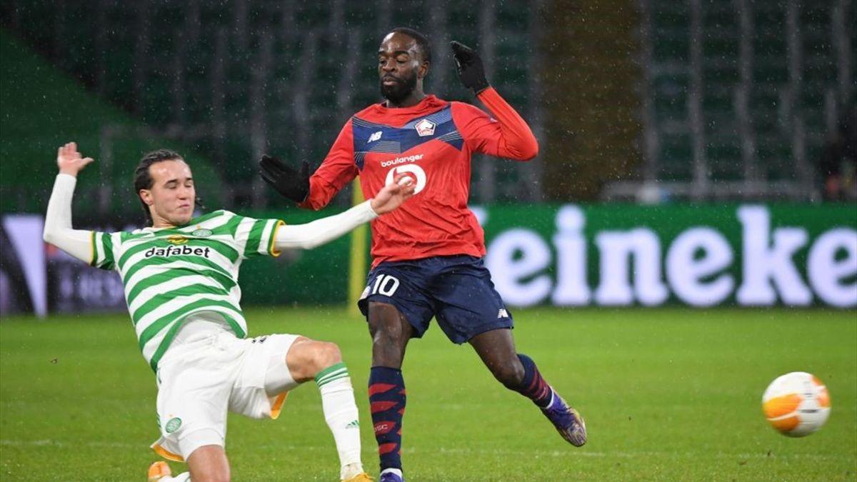 Diego Laxalt (Celtic Glasgow) au duel avec Jonathan Ikoné (Lille) en Ligue Europa
