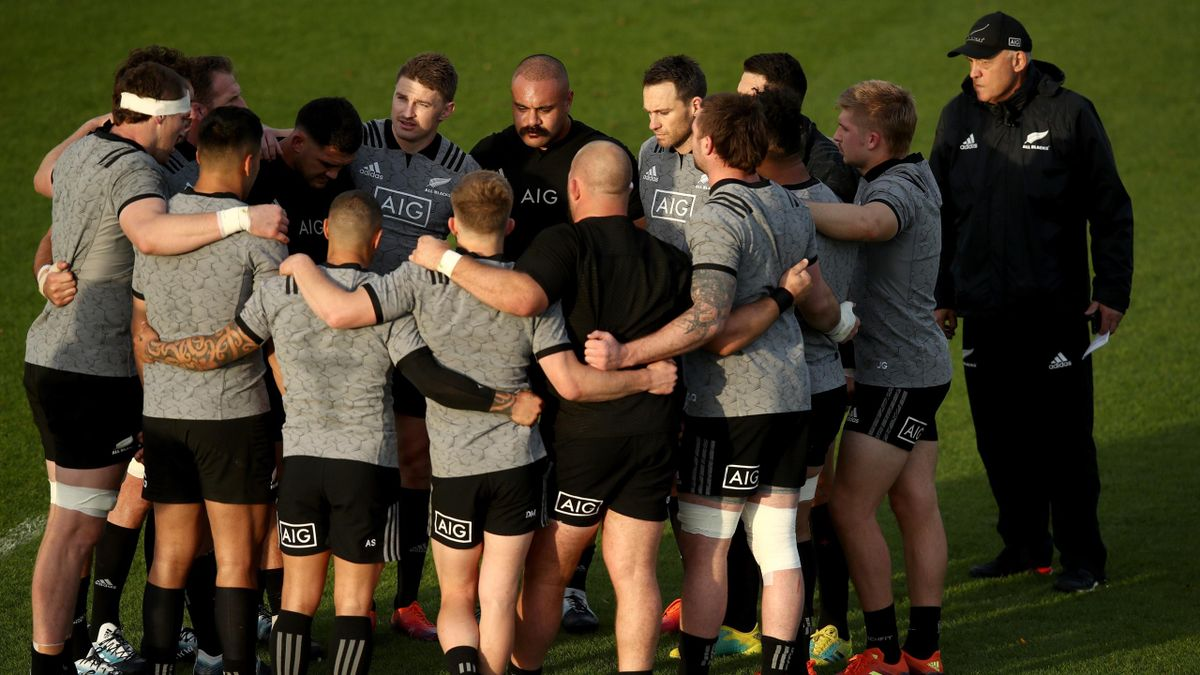 The All Blacks group togeather during a New Zealand All Blacks Training Session at The Lensbury on November 8, 2018 in London, England.