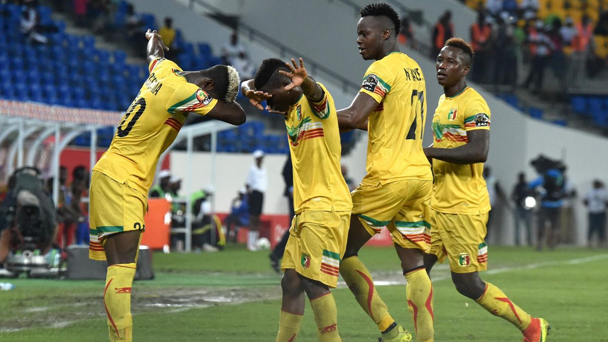 Mali's midfielder Yves Bissouma (L) celebrates with teammates after scoring a goal during the 2017 Africa Cup of Nations group D football match between Uganda and Mali in Oyem on January 25, 2017.