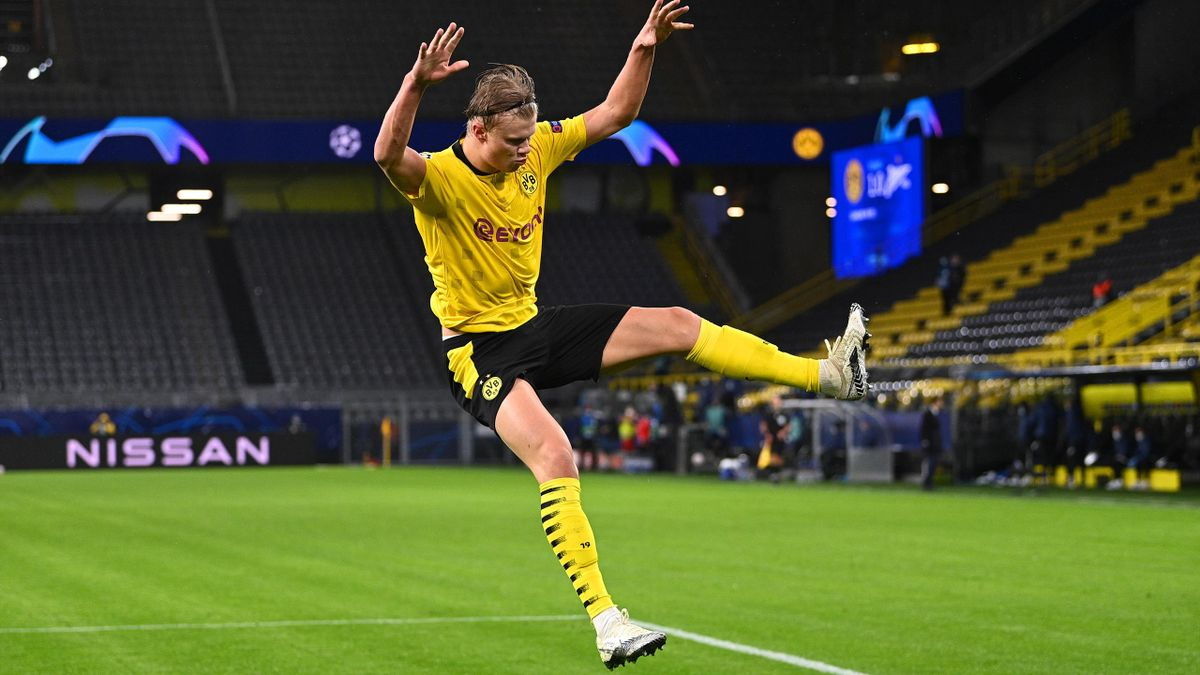 Erling Haaland of Borussia Dortmund celebrates after scoring his sides second goal during the UEFA Champions League Group F stage match between Borussia Dortmund and Zenit St. Petersburg