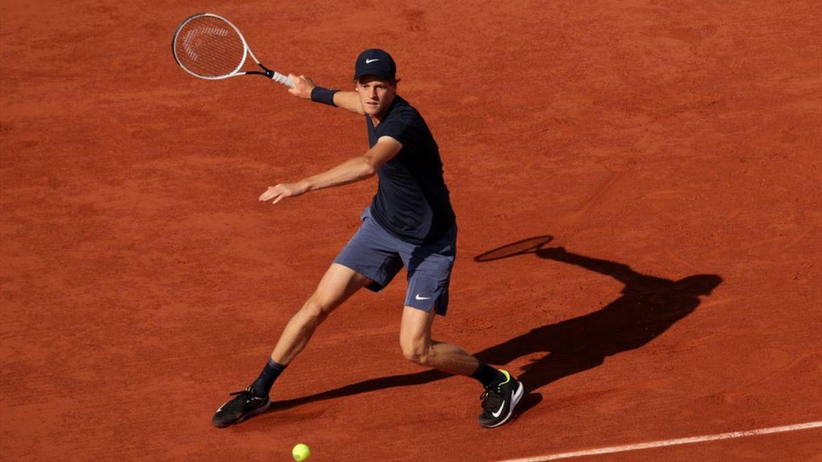 Jannik Sinner durante il match contro Rafael Nadal - Roland Garros 2021
