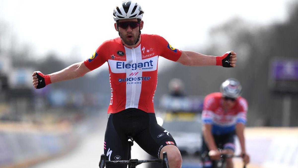 Kasper Asgreen domine Mathieu Van Der Poel pour remporter le Tour des Flandres 2021.