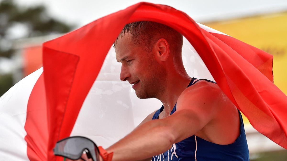 Alex Schwazer festeggia il successo nella marcia 50 km di Roma nel 2016: uno dei più bei momenti per l'azzurro che giovedì 18 febbraio è stato assolto dalle accuse di doping dal Tribunale di Bolzano