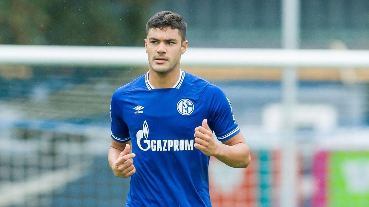 Ozan Kabak of FC Schalke 04 looks