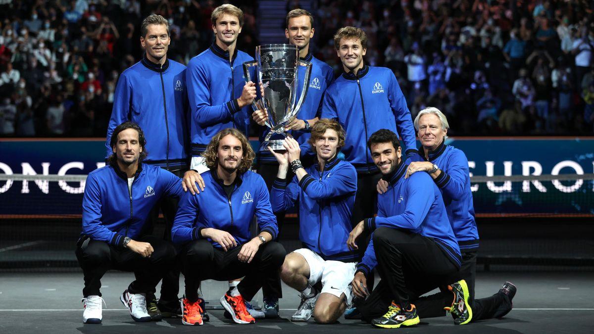 La Team Europe avec le trophée de la Laver Cup 2021