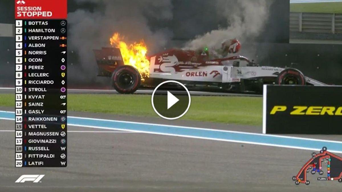 Alfa Romeo in fiamme, il pompiere è Kimi Raikkonen