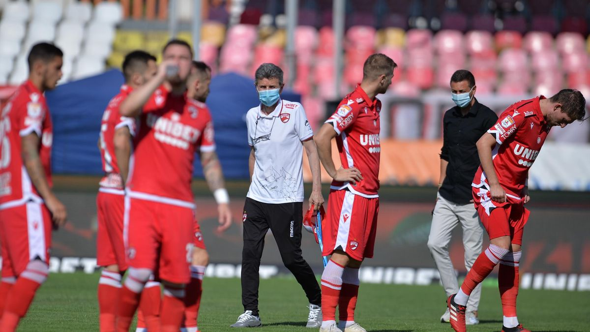 Dinamo a evitat retrogradarea, dar au rămas fără 7 jucători