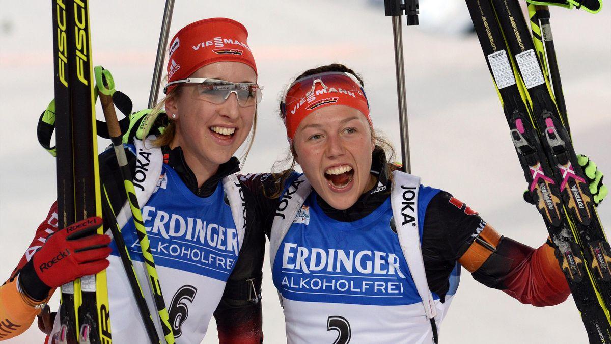 Franziska Preuß (li.) und Laura Dahlmeier (re.) haben allen Grund zur Freude
