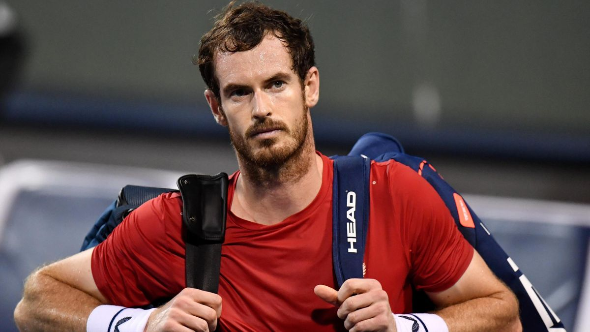 Andy Murray of Britain leaves the court after losing against Fabio Fognini of Italy in their men's singles match at the Shanghai Masters tennis tournament in Shanghai on October 8
