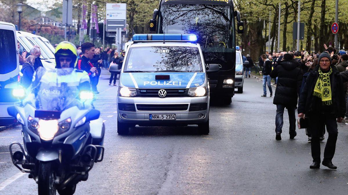Dortmund Bus mit Polizei