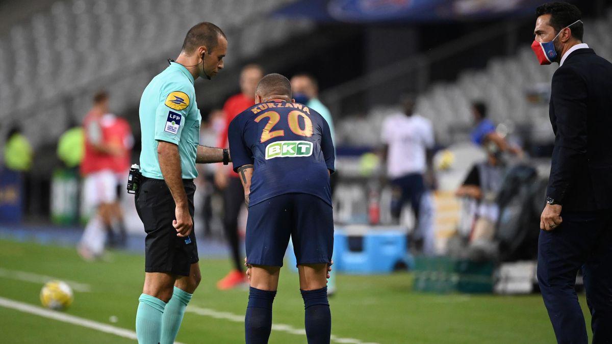 Layvin Kurzawa (PSG), blessé en finale de la Coupe de la Ligue
