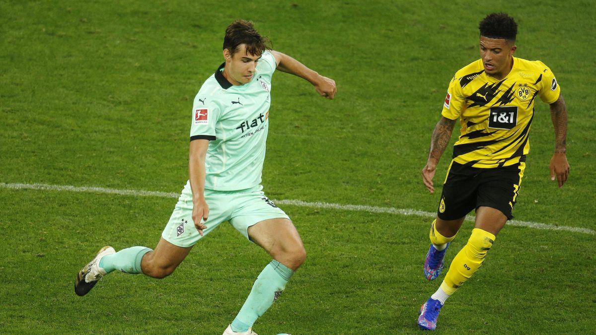 Florian Neuhaus (links; Borussia Mönchengladbach) und Jadon Sancho (Borussia Dortmund)