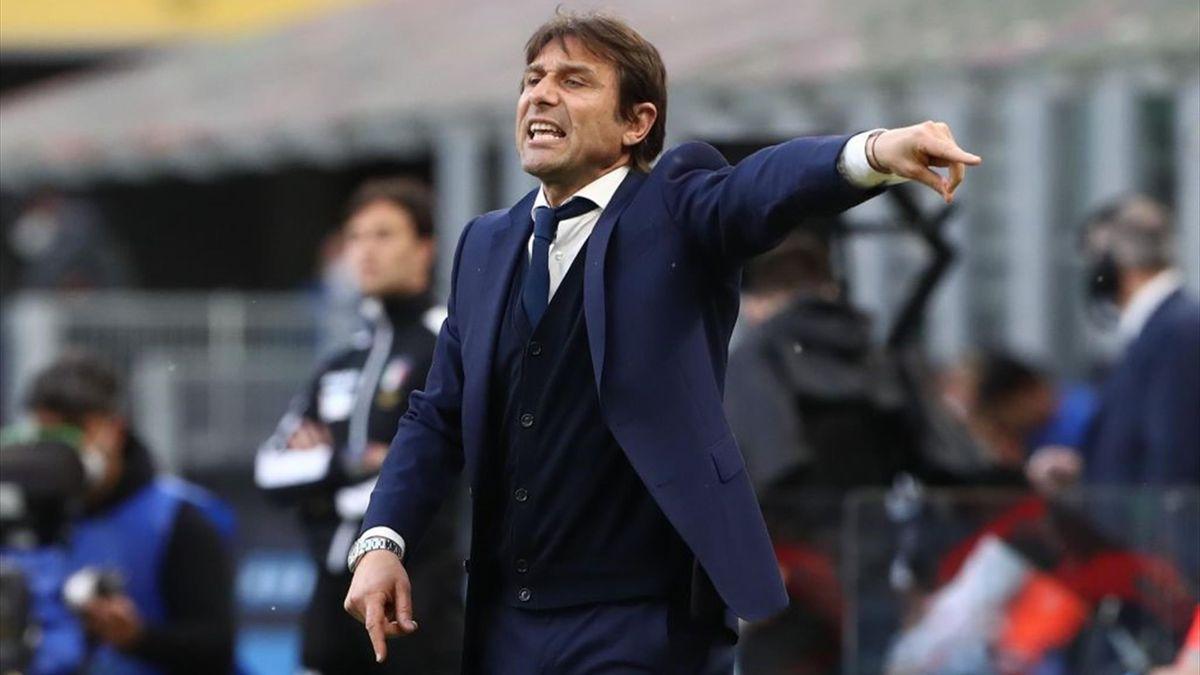 Antonio Conte sulla panchina dell'Inter - Stagione 2020-21