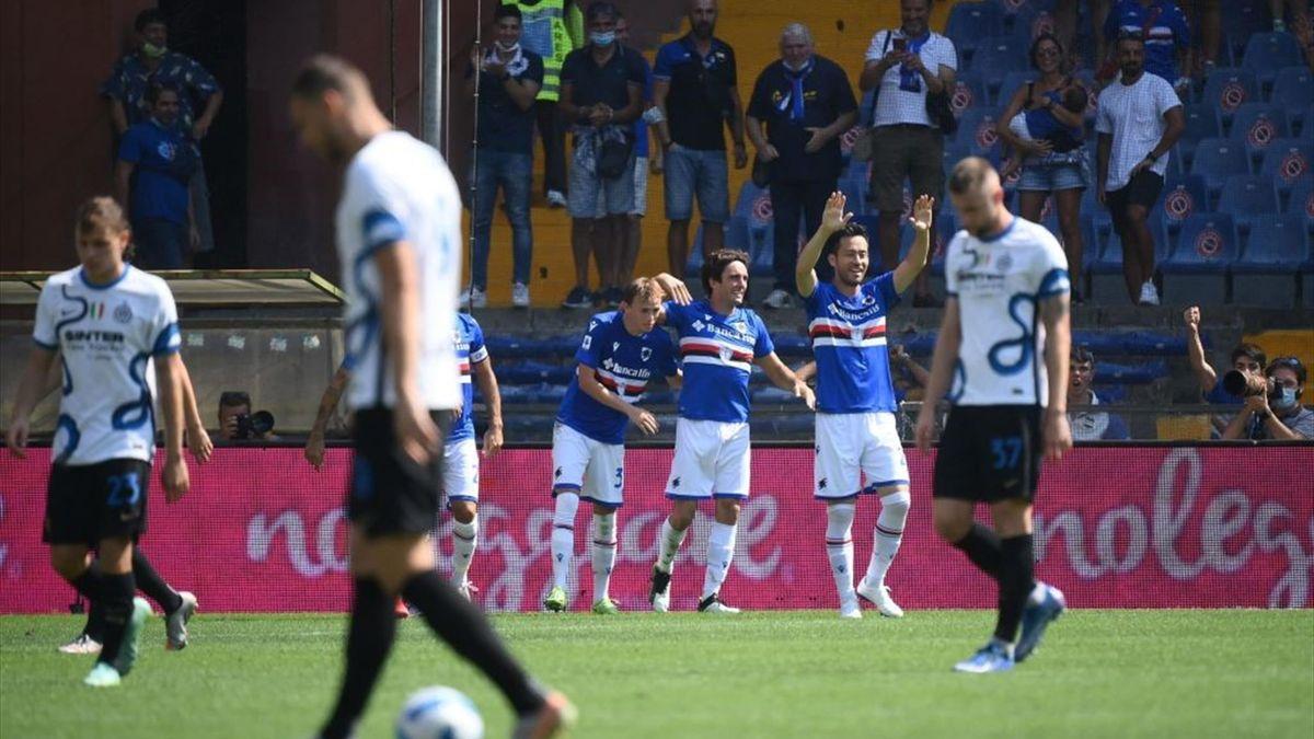 Samp-Inter, Augello esulta con i compagni dopo il gol del 2-2