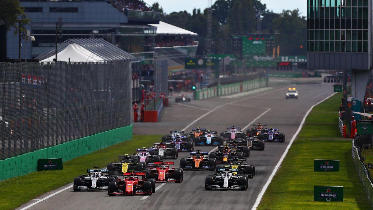 Ferrari-Pilot Charles Leclerc führt das Formel-1-Feld beim Großen Preis von Italien 2019 an