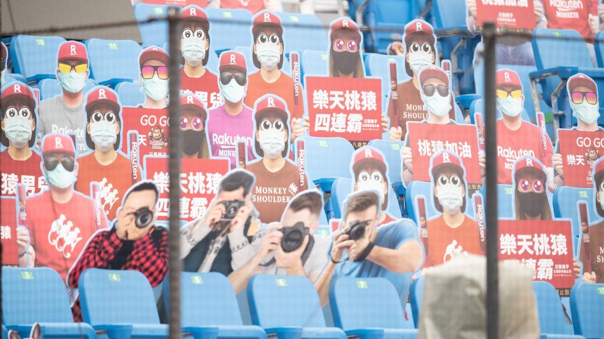 Taiwan: Roboter-Trommler und Pappfiguren ersetzen Baseball-Fans