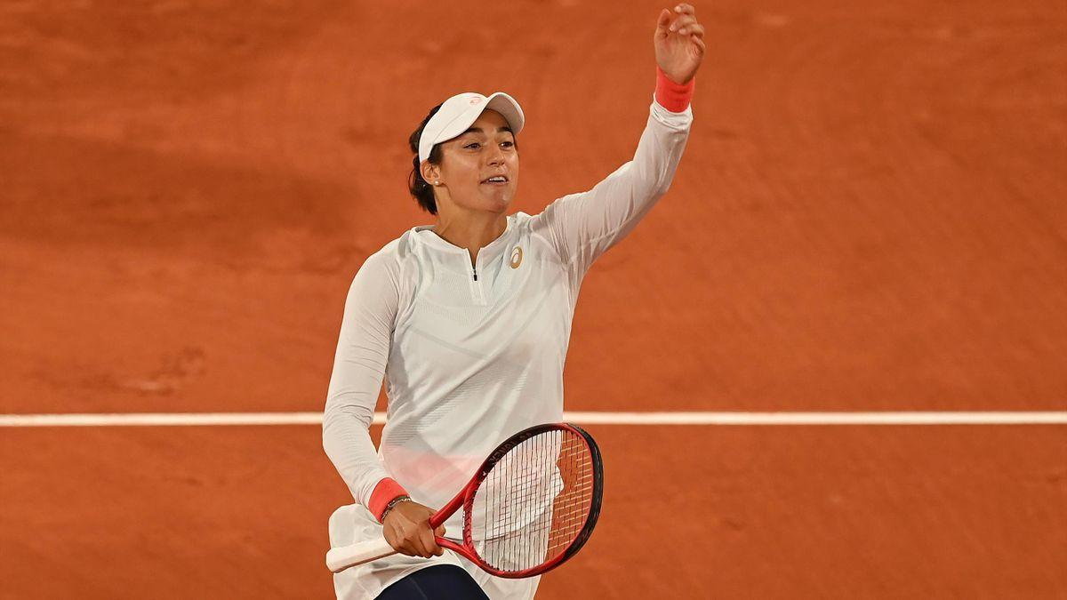 La Française Caroline Garcia célèbre sa victoire au premier tour de Roland Garros face à Anett Kontaveit