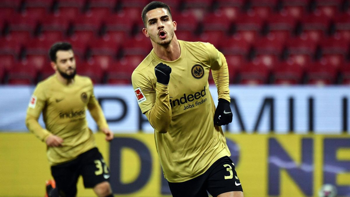 Andre Silva von Eintracht Frankfurt jubelt über ein Tor in Mainz