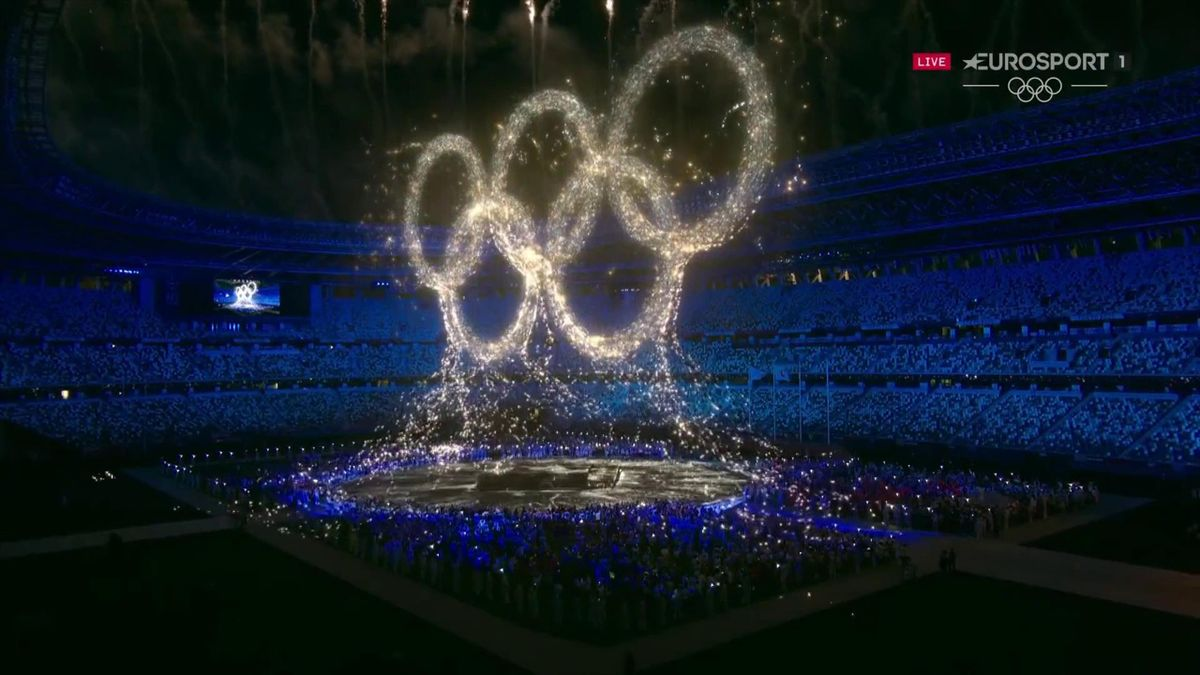 'A glorious visual' - Watch magical moment light show ends with Olympic rings