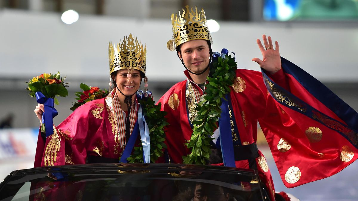 Men's overall champion Pavel Kulizhnikov of Russia (R) and women's overall champion Brittany Bowe of the US (L) pose with Korean traditional costumes after the awards ceremony for the ISU World Sprint Speed Skating Championships in Seoul