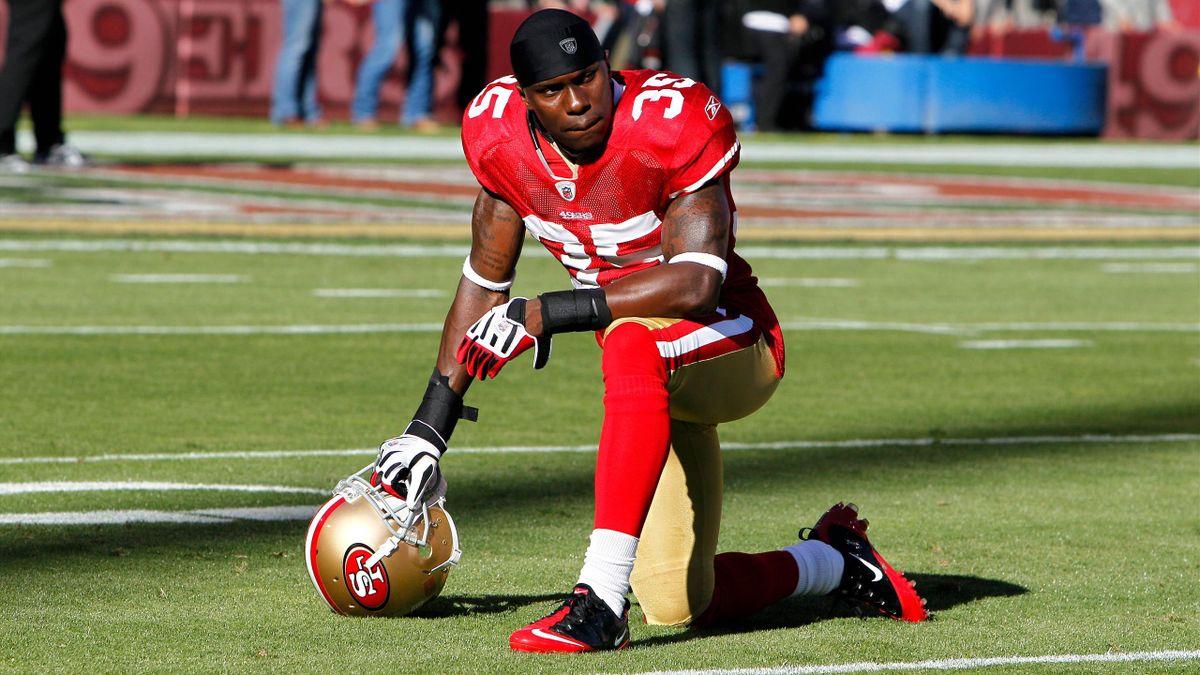 Phillip Adams con la maglia dei San Francisco 49ers