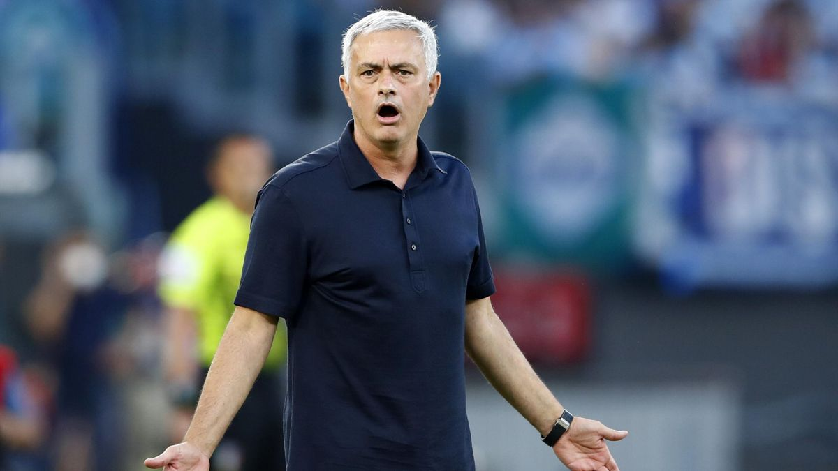 Jose Mourinho Head Coach of AS Roma gestures during the Serie A match between SS Lazio and AS Roma at Stadio Olimpico on September 26, 2021 in Rome, Italy