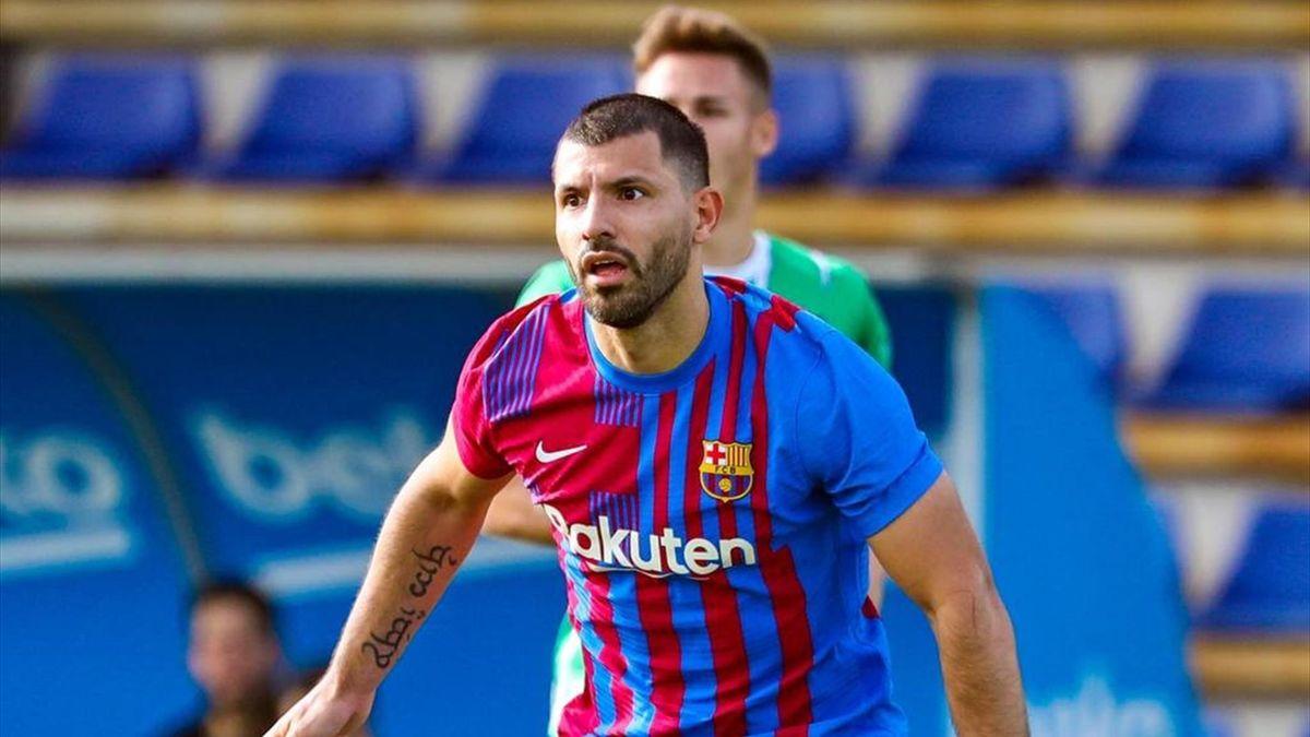 Sergio Agüero jugando su primer partido con la camiseta del FC Barcelona, un amistoso contra el Cornellá