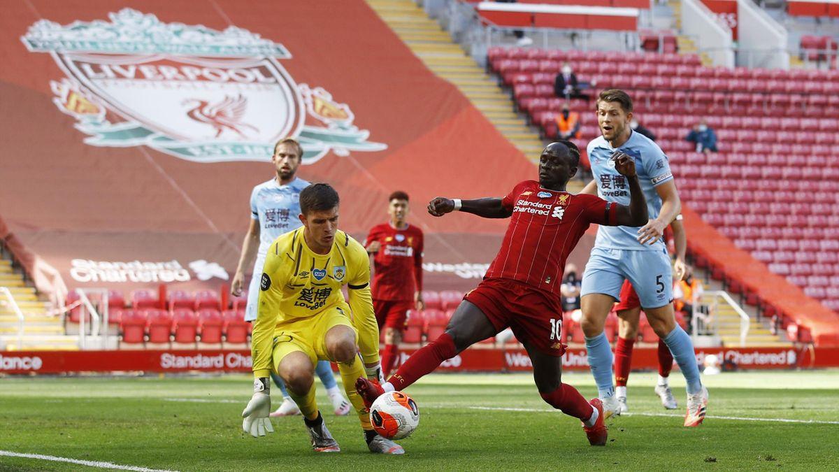 Nick Pope îl oprește pe Sadio Mane în Liverpool - Burnley 1-1