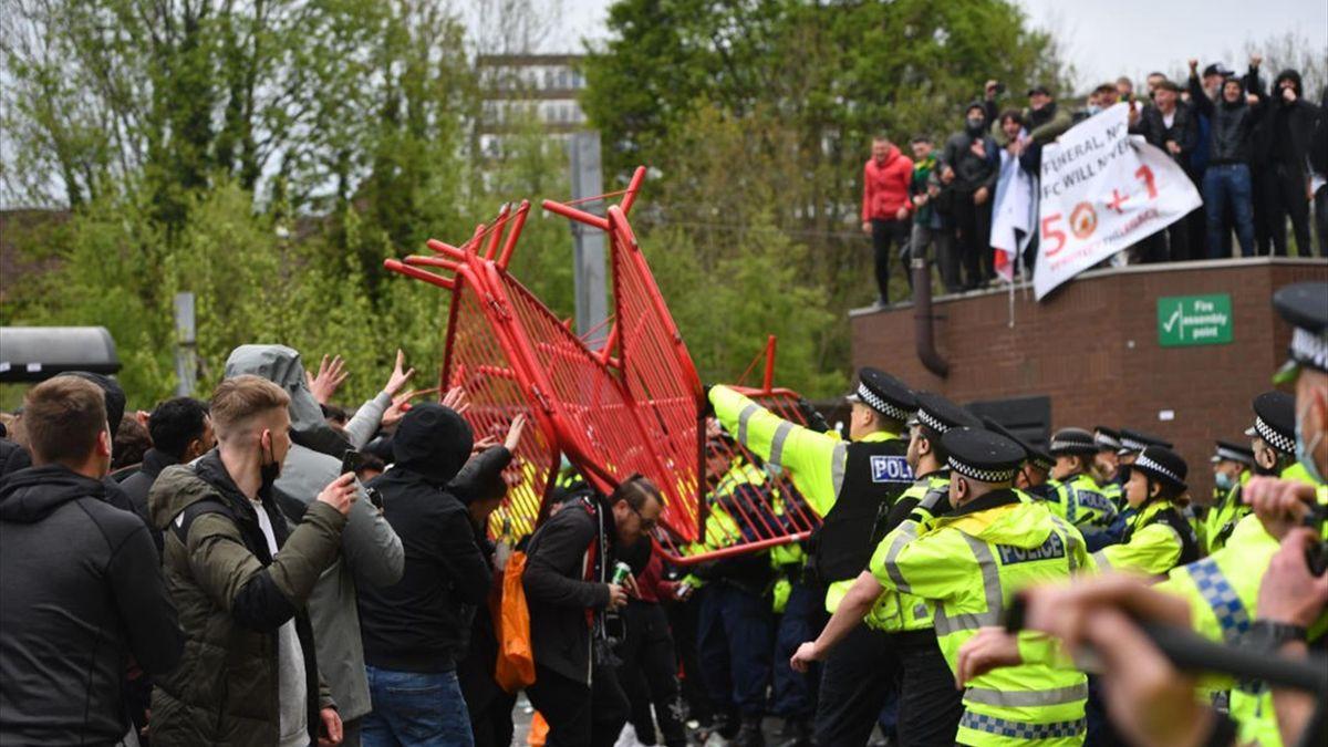 Bei den Fan-Protesten am Sonntag in Manchester kam es auch zu Zusammenstößen mit der Polizei