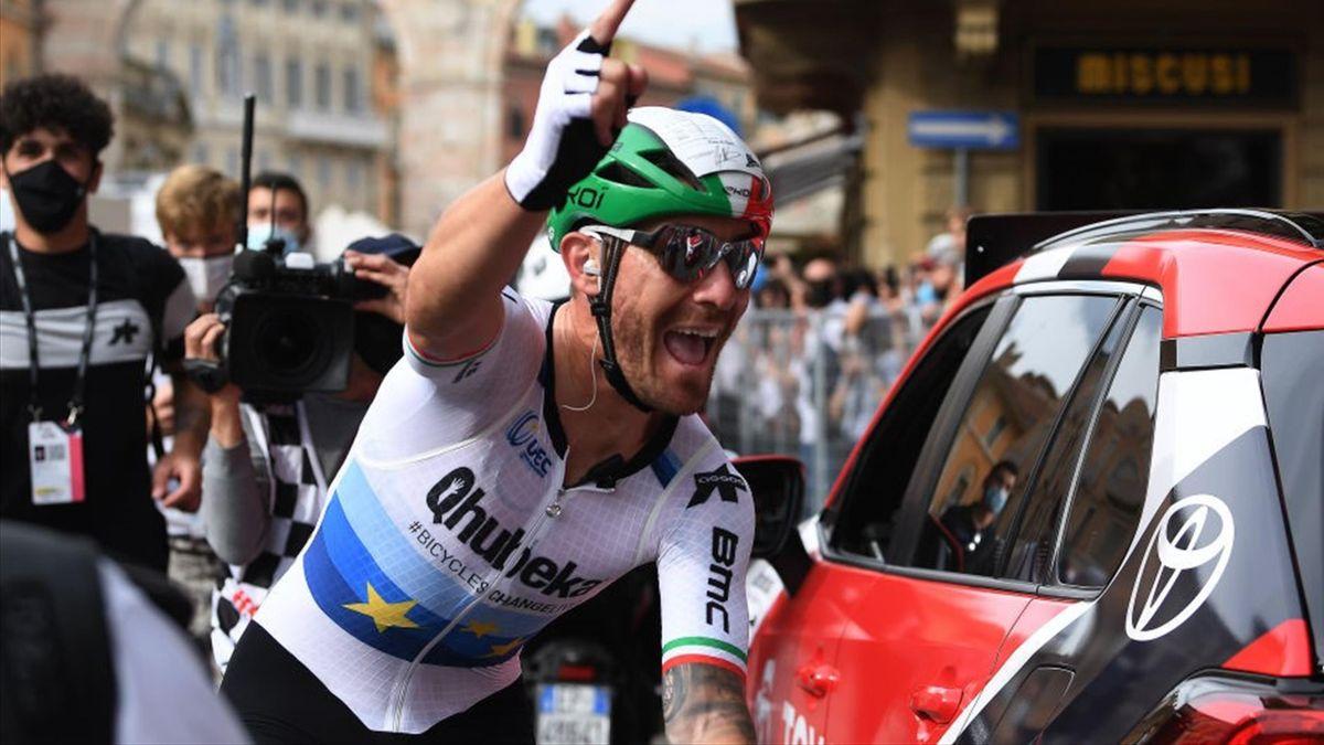 Giacomo Nizzolo festeggia sul traguardo di Verona - Giro d'Italia 2021
