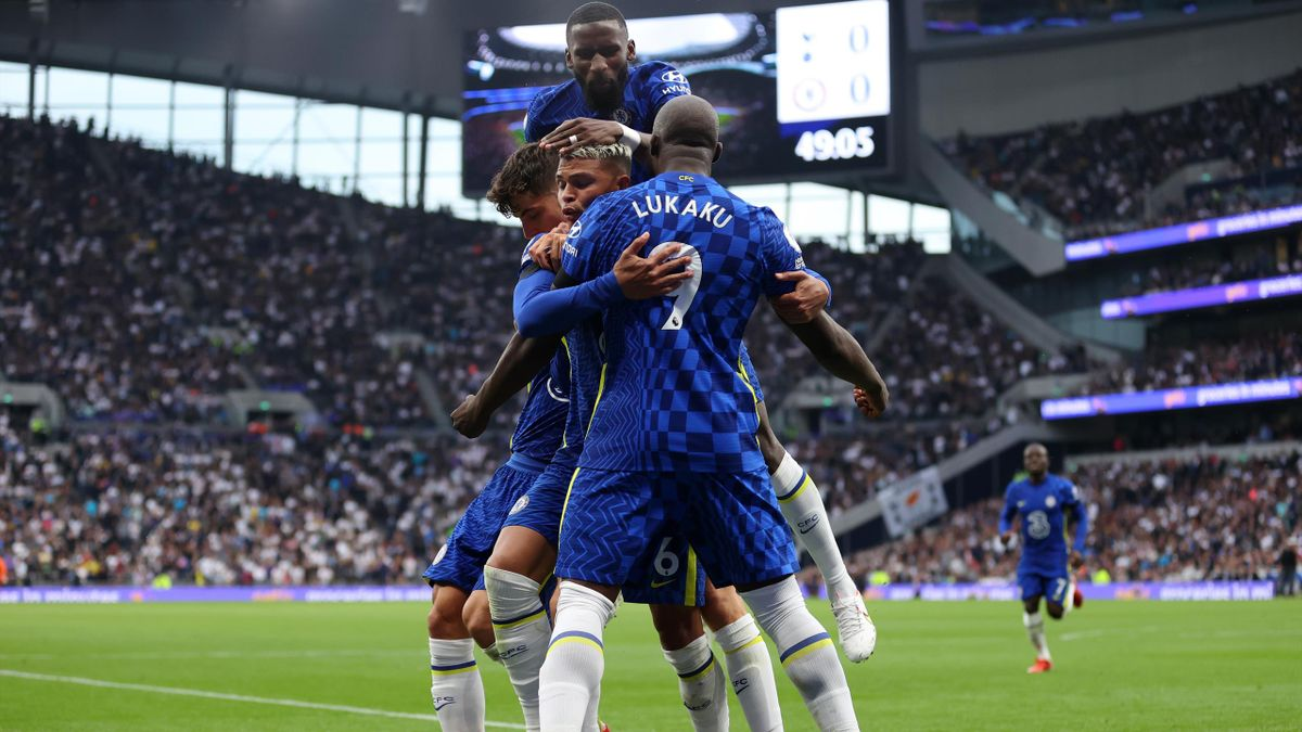 Thiago Silva of Chelsea celebrates with teammate Romelu Lukaku after scoring their team's first goal during the Premier League match between Tottenham Hotspur and Chelsea at Tottenham Hotspur Stadium on September 19, 2021 in London, England.