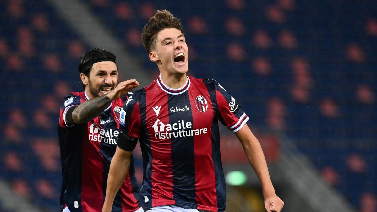 Aaron Hickey esulta per il primo gol in Serie A, Bologna-Genoa, LaPresse