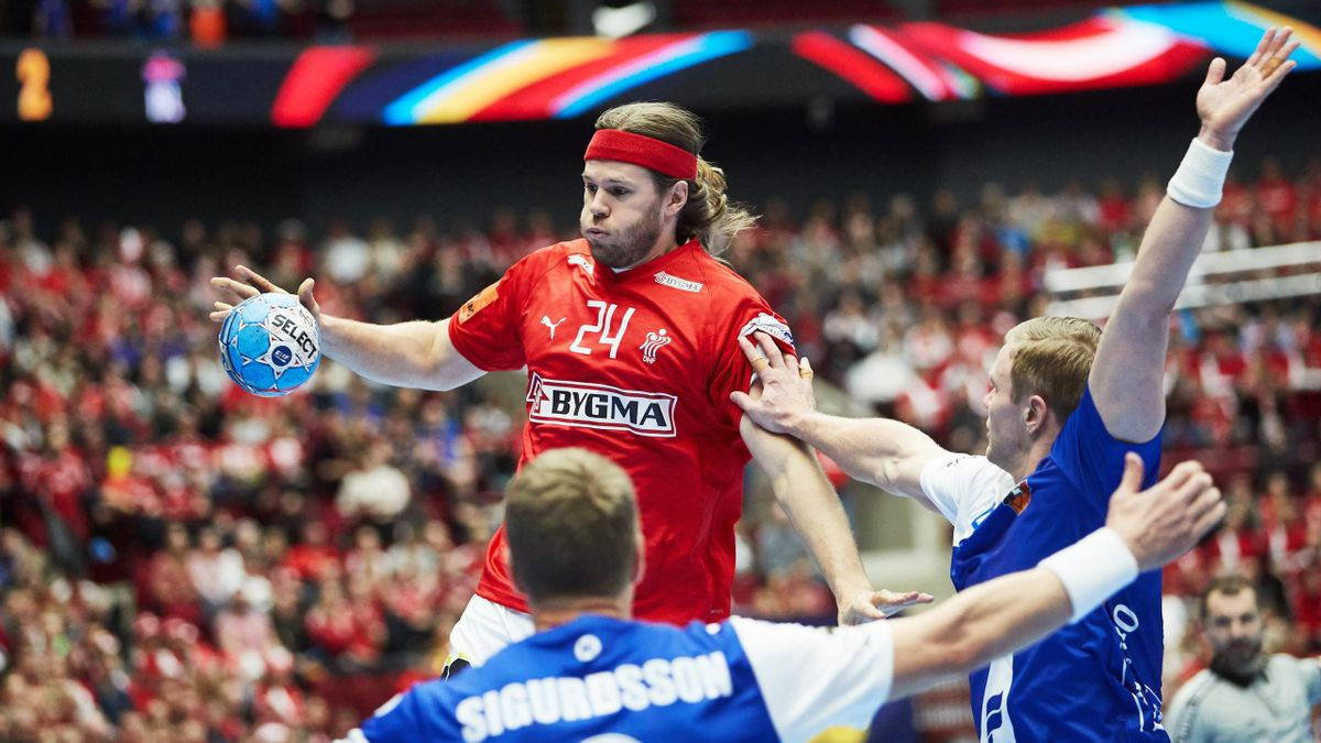 Denmark's Mikkel Hansen jumps with the ball during the Men's EHF 2020 Handball European Championship preliminary round match between Denmark and Iceland in Malmo, Sweden on January 11, 2020. (Photo by Andreas HILLERGREN / various sources / AFP) / Sweden O