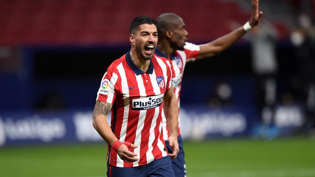 Luis Suarez scores for Atletico in a 2-2 draw with Celta Vigo