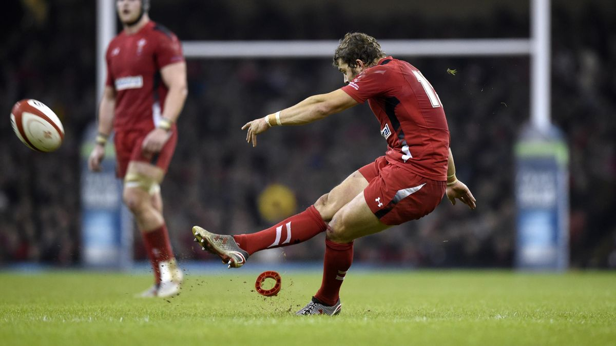 Wales' Leigh Halfpenny takes a penalty during their Autumn International rugby union match at the Millennium Stadium in Cardiff, Wales November 29, 2014 (Reuters)