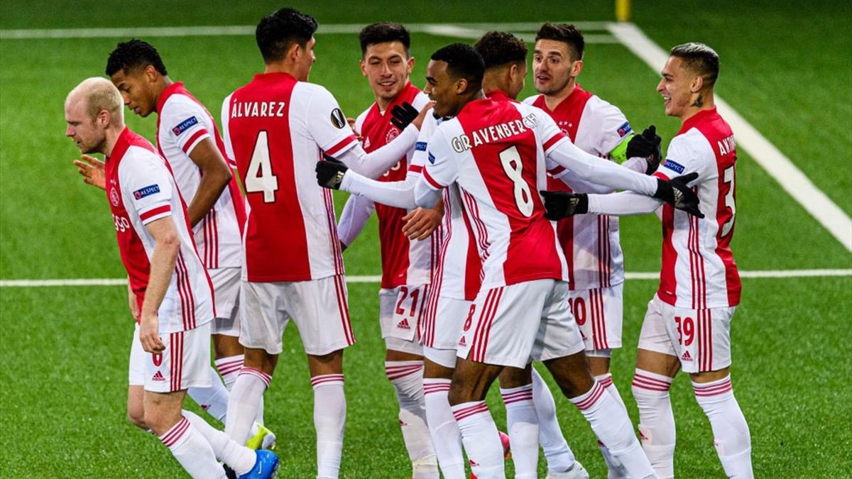 I giocatori dell'Ajax esultano dopo un gol in Europa League 2020-21