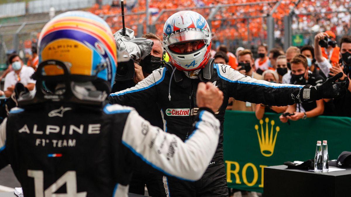 Esteban Ocon und Fernando Alonso von Alpine jubeln gemeinsam