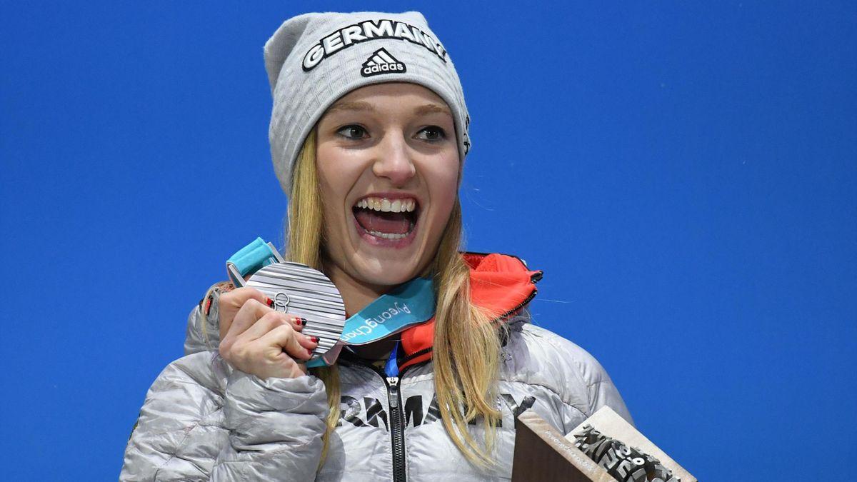 Katharina Althaus bekommt bei Olympia 2018 die Silbermedaille