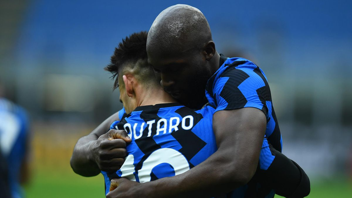 Lautaro Martinez Lukaku celebrating Milan Inter