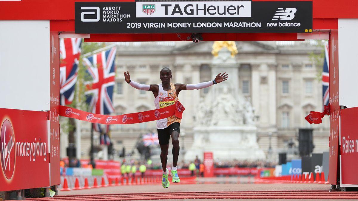 Eliud Kipchoge se impone por cuarta vez en el maratón de Londres con la segunda mejor marca de todos los tiempos