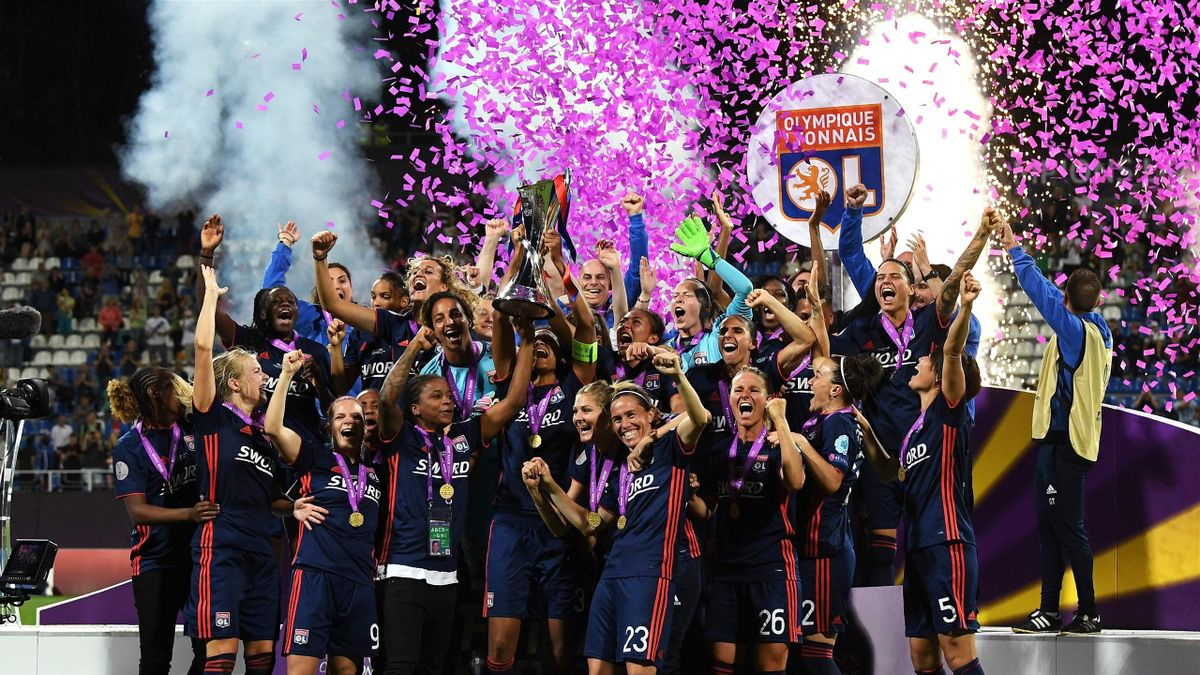 Lyon Women celebrate with the trophy during the UEFA Womens Champions League Final between VfL Wolfsburg and Olympique Lyonnais on May 24, 2018 in Kiev, Ukraine
