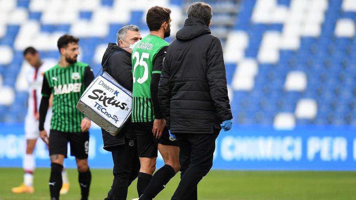 Domenico Berardi esce per infortunio in Sassuolo-Genoa