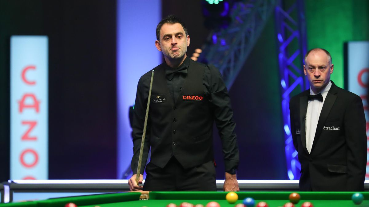 Ronnie O'Sullivan in action against Barry Hawkins in the 2021 Tour Championship
