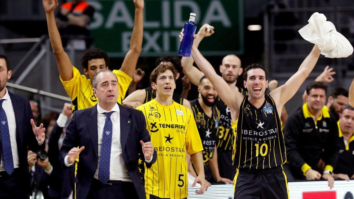 Los jugadores del Iberostar Tenerife, durante el partido de cuartos de final de la Copa del Rey de Baloncesto contra el Unicaja