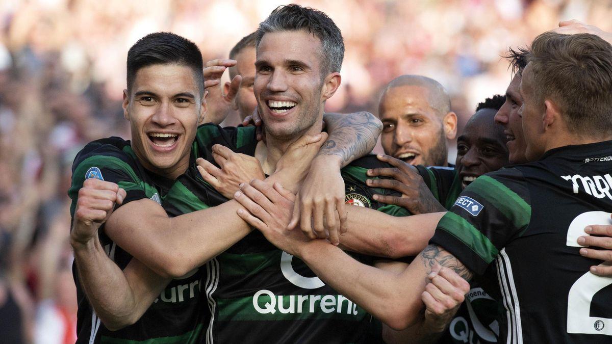 Feynoord's Robin van Persie (C) celebrates with teammates after scoring during the Dutch Cup soccer final between Feyenoord Rotterdam and AZ Alkmaar.