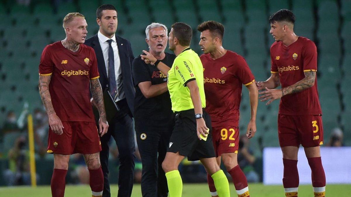 José Mourinho durante l'amichevole Betis-Roma - Stagione 2021-22